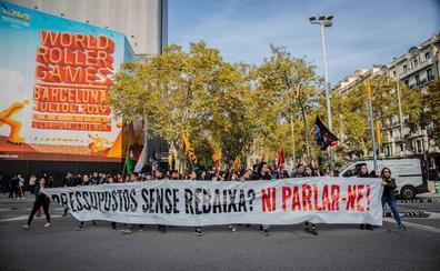 Médicos, universitarios, profesores y funcionarios toman la calle para presionar a Torra