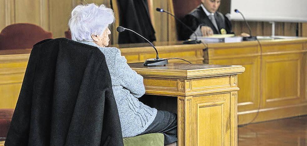 La fiscalía condena a María Eugenia Yagüe a pagar 900 euros por un delito de desobediencia a la autoridad judicial
