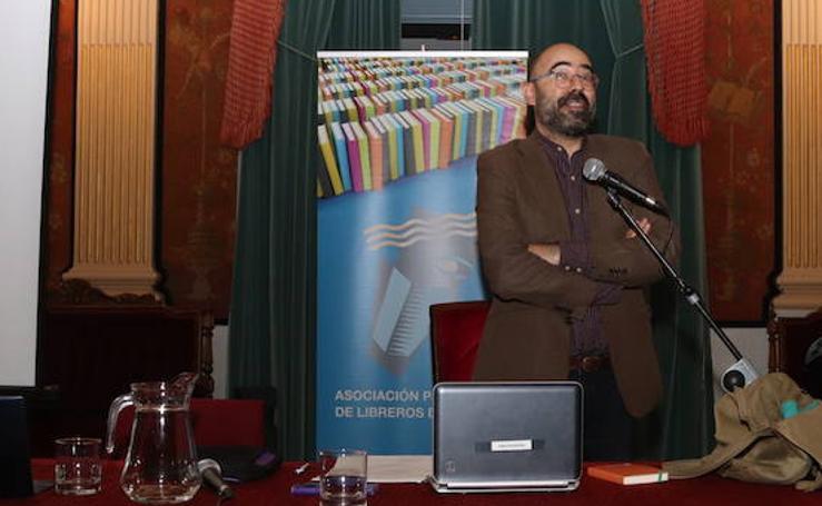Conferencia de Óscar Esquivias