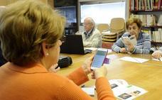 El Ayuntamiento de Burgos organiza unas jornadas para mayores sobre el manejo del Smartphone