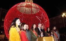 La iluminación navideña ya brilla en la ciudad