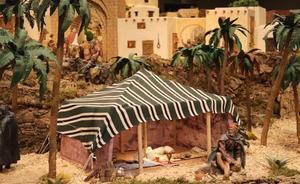 Un gran palmeral da la bienvenida a la Navidad en el Belén de Cajacírculo