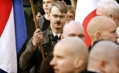 «Denuncie hoy a su vecino neonazi»