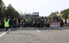 Los CDR desafían a la Generalitat cortando la AP-7 en Tarragona