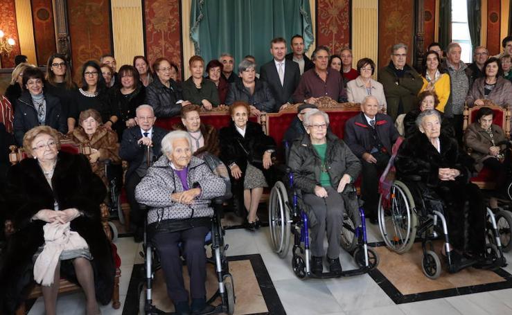 El homenaje a los centenarios burgaleses, en imágenes