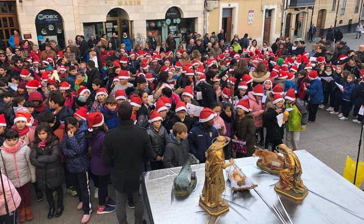 La XVI Cantada Escolar de Villancicos inaugura la Navidad arandina.