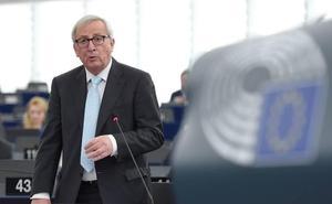 Juncker advierte a May de que «no hay espacio para renegociar el acuerdo del 'Brexit'»