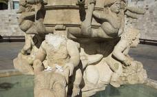 La fuente de la plaza de Santa María espera su restauración definitiva