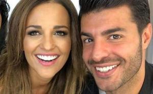 Miguel Torres acompaña a Paula Echevarría al trabajo