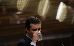 Casado reprocha a Sánchez que hable con «el desequilibrado» de Torra