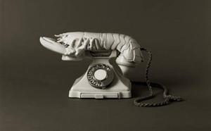 Escocia se queda con uno de los 'teléfonos langosta' de Dalí