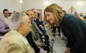 La consejera de Familia elude pronunciarse sobre cuándo asumirá la Junta la gestión de las residencias de mayores de Diputación