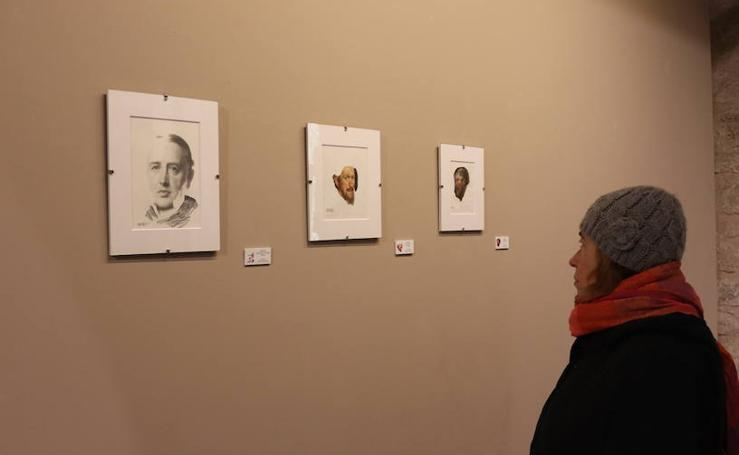La muestra 'Dos generaciones', expuesta en el Arco de Santa María, en imágenes