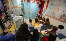 La Fundación Juegaterapia abre una sala de cine infantil en el HUBU