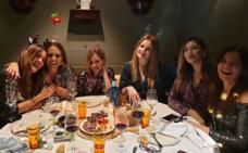 Paula Echevarría celebra su tradicional cena de Navidad con sus amigas