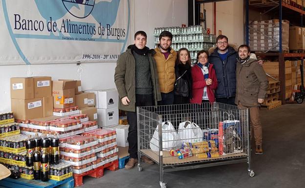 Jóvenes Ciudadanos entrega a Cruz Roja y Banco de Alimentos de Burgos los juguetes y alimentos recogidos en la campaña navideña