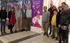 'Envolviendo ilusiones', una actividad en la que personas con discapacidad envuelven regalos comprados en dos centros comerciales de Burgos