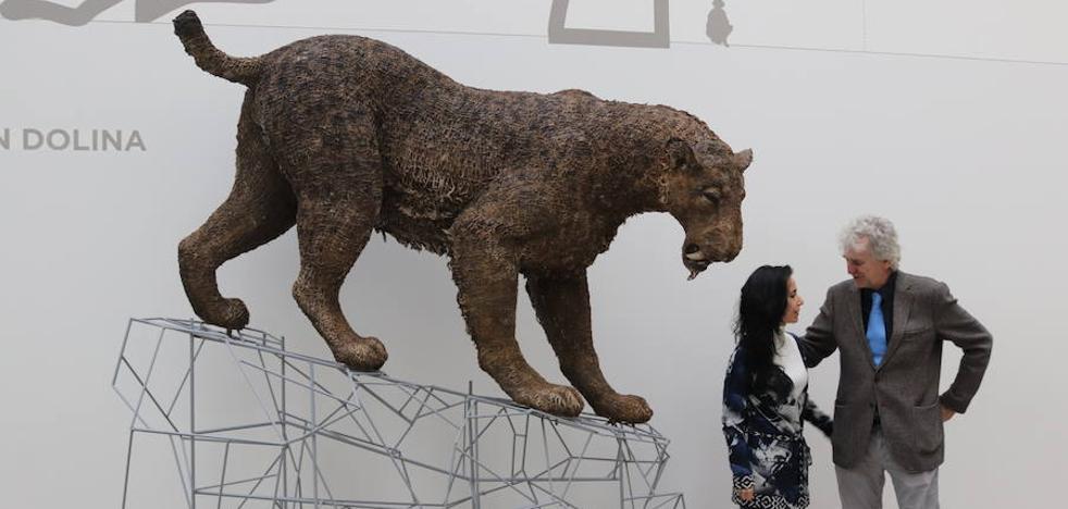 El MEH estrena una escultura a escala natural de un tigre dientes de sable