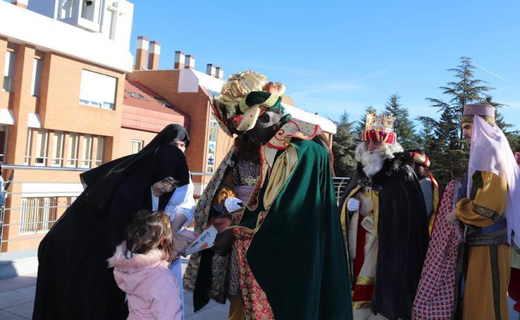 Los Reyes Magos llegan a Burgos y visitan la residencia de ancianos Teresa Jornet