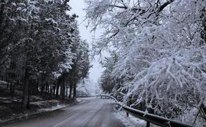 El hielo y la nieve causan los primeros problemas del año en las carreteras de la provincia