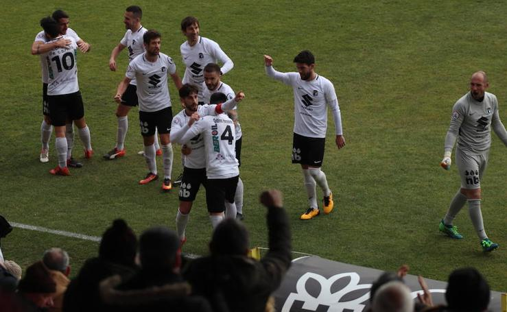 Fotos del partido entre el Burgos CF y la Ponferradina