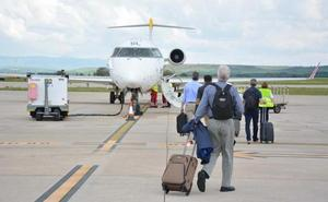 El aeropuerto de Villafría cierra 2018 con un 73,7% más de pasajeros que en 2017
