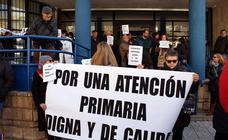 Las tres médicas de Los Cubos cuelgan su bata y se suman a la protesta como afectadas