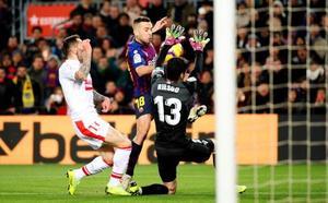 La renovación de Alba se cuela en la fiesta de los 400 de Messi