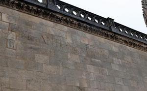 El PSOE busca apoyos para exigir al Cabildo la retirada de la inscripción de Primo de Rivera de la Catedral