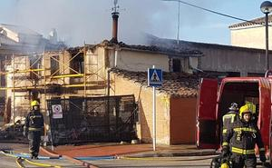 Arden dos viviendas unifamiliares en el barrio de La Ventilla