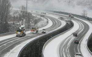 Autopistas activa el dispositivo de seguridad en la AP-6, AP-51 y AP-61 por nieve