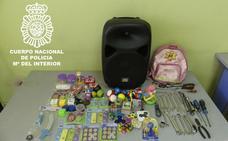 Detenidos cuatro hombres por un robo con fuerza en una caseta de atracción infantil
