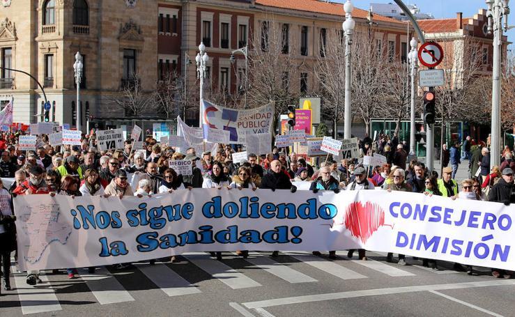 Miles de personas salen a la calle para gritar en defensa de la sanidad
