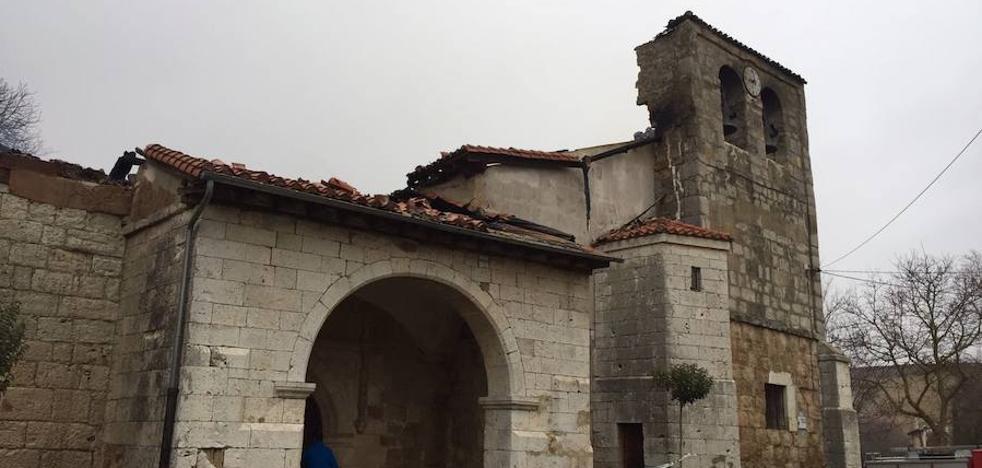 Un convenio entre el Arzobispado y Arraya de Oca rehabilitará la cubierta de la iglesia quemada