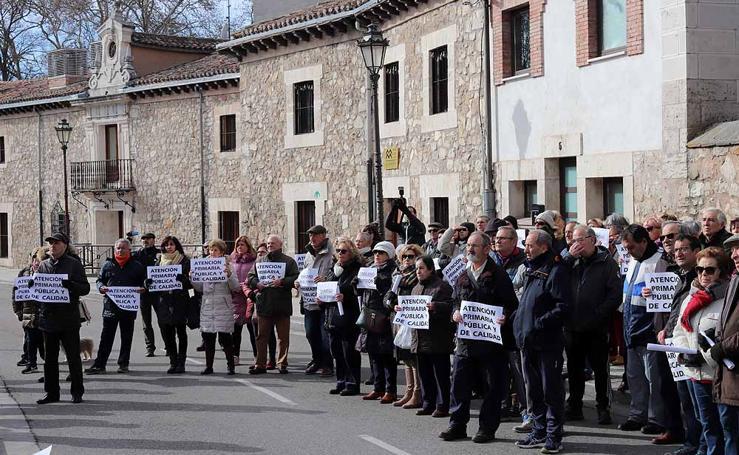 Los vecinos mantienen sus protestas por los recortes sanitarios que afectan al Centro de Salud de Los Cubos