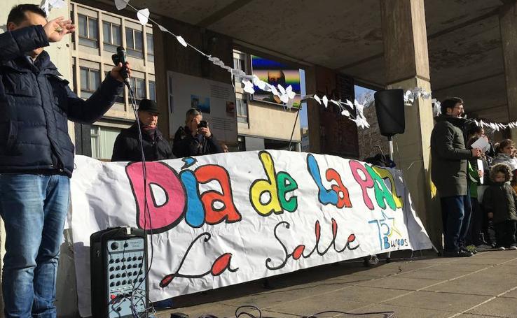 Los alumnos del colegio Nuestra de Saldaña y La Salle celebran el Día de la Paz y la No Violencia
