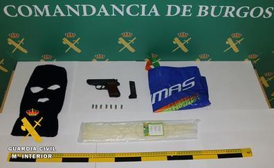 La Guardia Civil localiza la pistola utilizada, supuestamente, en el asalto en Monasterio de Rodilla