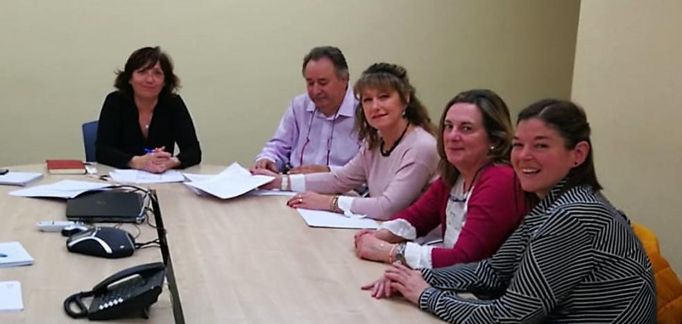 Unas 2.000 firmas muestran a Atención Primaria el hartazgo de los pinariegos con los problemas sanitarios