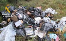 La Guardia Civil descubre un vertedero ilegal con residuos peligrosos cerca de Miranda de Ebro