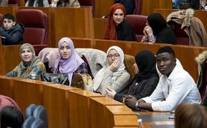 Los inmigrantes reclaman en las Cortes sentirse ciudadanos «de pleno derecho»