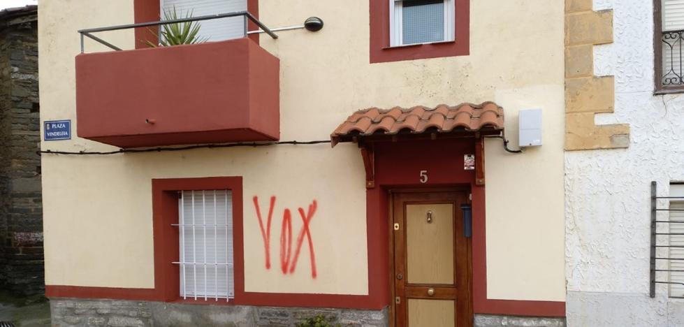 Santa María Ribarredonda amanece con pintadas en apoyo de Vox