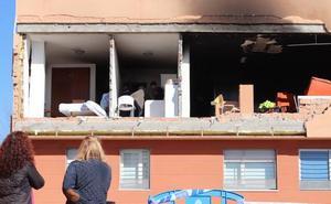 Policía Científica vuelve al piso siniestrado para investigar las causas de la explosión
