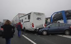Una colisión en cadena corta al tráfico la AP-1 durante cuatro horas y deja tres heridos