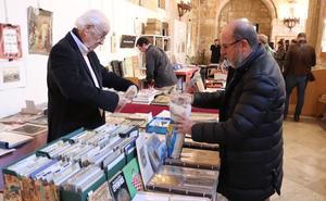 El Monasterio de San Juan acoge hasta el domingo el XVII Salón del Libro Antiguo Ciudad de Burgos