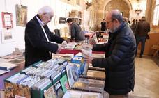 Imágenes de la XVII edición del Salón del Libro Antiguo en el Monasterio de Juan