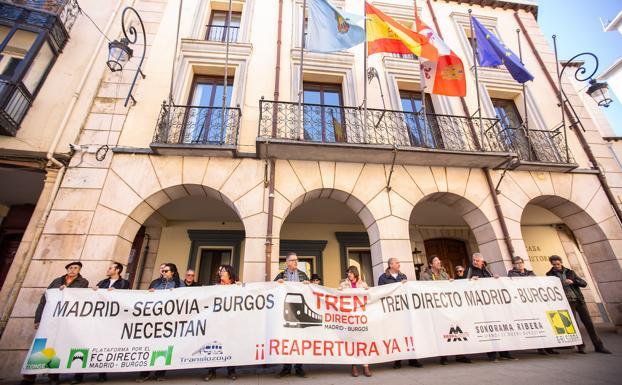 La concentración ha tenido lugar a las puertas del Ayuntamiento/Ricardo Ordóñez/ICAL