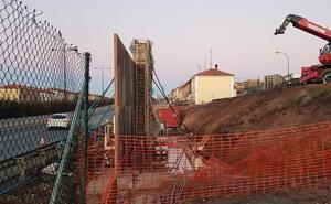 Lacalle recibe a los vecinos de El Crucero, que le pedirán ayuda para reformar el proyecto de la pasarela