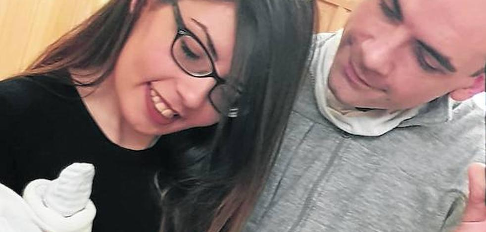 Una pareja de Valladolid lucha por inscribir en Ucrania a su hijo nacido con un vientre de alquiler