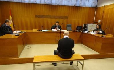 El expolicía afiliado a Ciudadanos alega que los agentes le persiguieron por su condición política