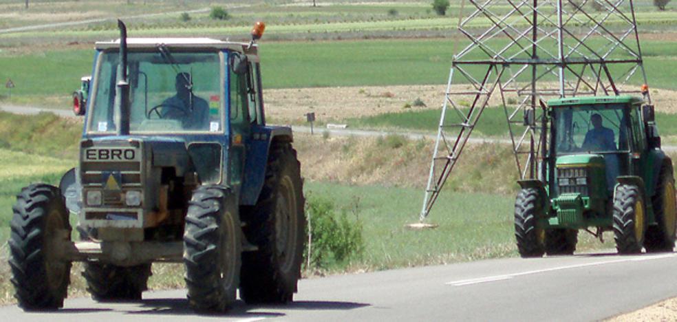 La Guardia Civil identifica a un tractorista por conducir sin permiso